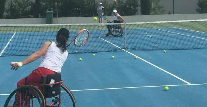 Тенисисти в инвалидни колички проведоха лагер в Благоевград