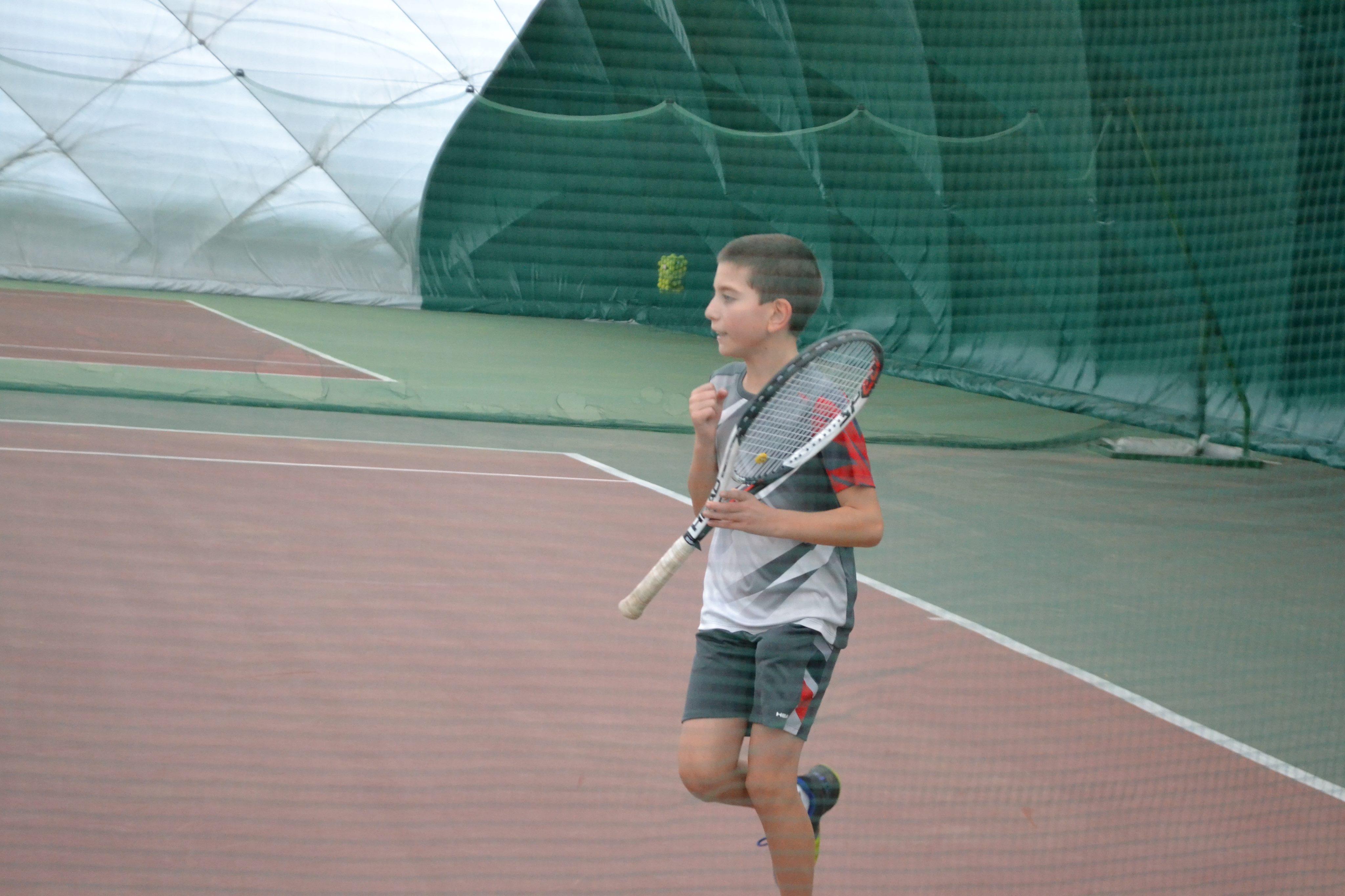 87fa05b94a4 За Сара знаем, че от съвсем малка се е влюбила в тениса. Същото ли беше  положението при Анас ?